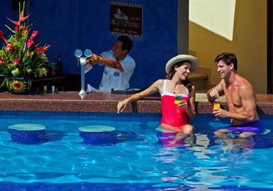 Un bar en su piscina