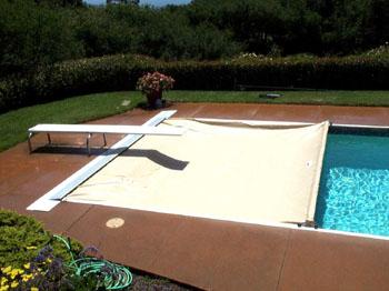 La utilidad de una cobertura para la pileta arquitectura for Cubre piscinas automatico