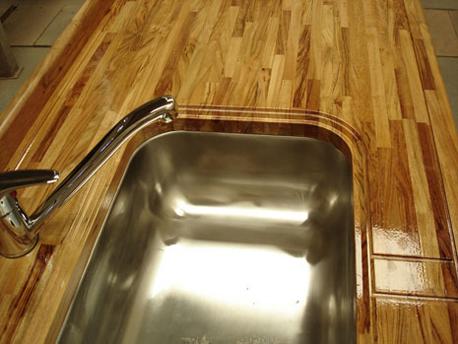 Dele un toque a su cocina con una mesada de madera for Mesada de madera para cocina