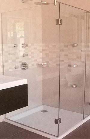 Comprando puertas para la ducha arquitectura y decoraci n for Accesorios para duchas de bano