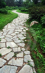 Creando senderos para su jardín