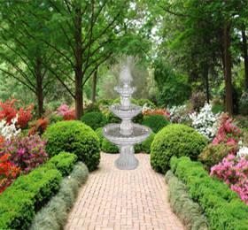 C mo iluminar una fuente de jard n - Fuentes para jardin exterior ...
