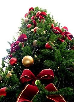 f24c82a30db Decorando los árboles de Navidad con estilo - Arquitectura.com.ar