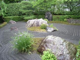 H galo usted mismo un jard n de rocas atractivo for Como construir un lago para peces
