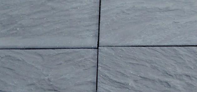Colocando baldosas de piedra pizarra for Baldosas de piedra para exterior