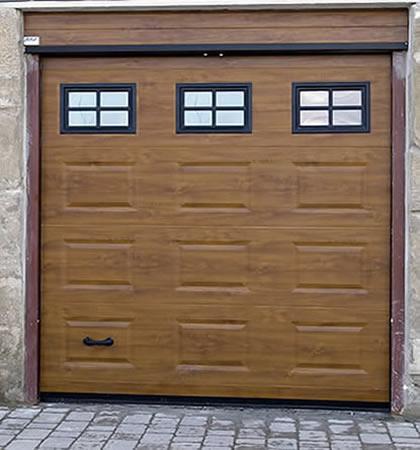 Instalando puertas seccionales para el garage for Puertas de madera para garage
