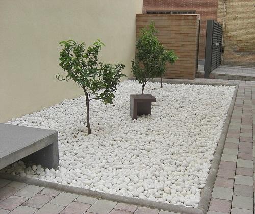 Piedras para proteger y conservar el suelo arquitectura - Suelos para jardines exteriores ...